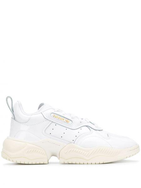 Кожаные кроссовки с перфорацией с заплатками на шнуровке Adidas