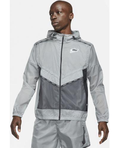 Серая облегченная куртка для бега Nike