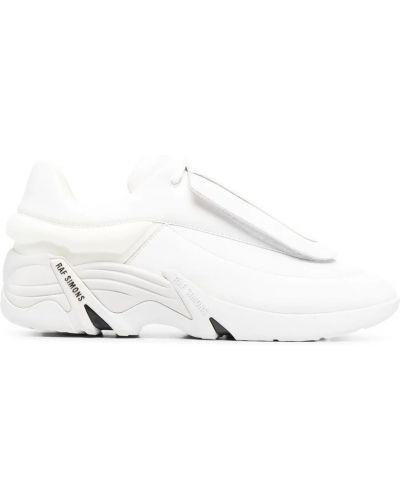 Białe sneakersy Raf Simons