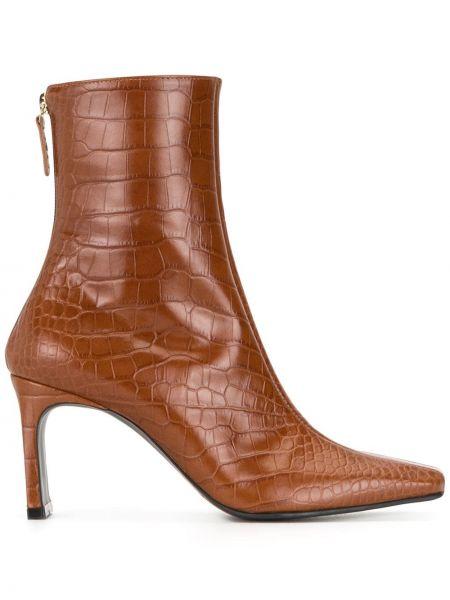 Кожаные коричневые ботильоны на шпильке на каблуке на молнии Reike Nen