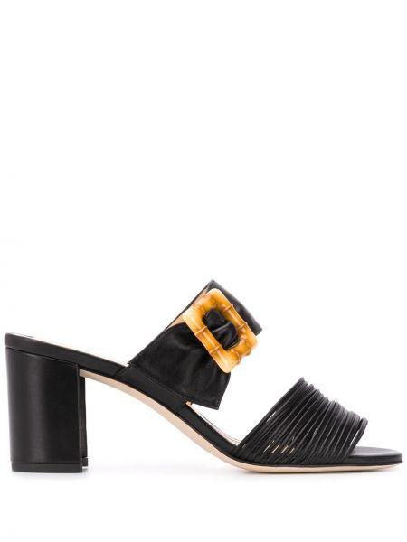 Массивные открытые черные босоножки на каблуке Chloe Gosselin