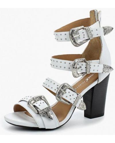 Белые босоножки на каблуке Bronx