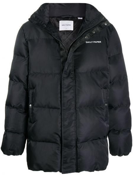 Czarny płaszcz z kapturem z kapturem z długimi rękawami z łatami Daily Paper