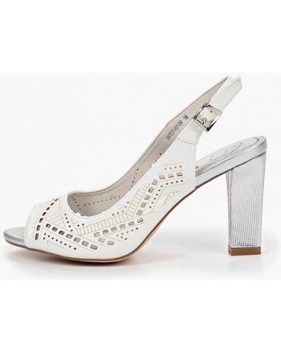 Босоножки на каблуке белые кожаные Betsy