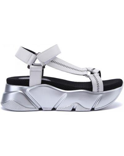Белые открытые кожаные сандалии Voile Blanche