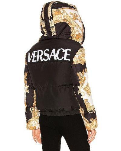 Черная пуховая куртка Versace