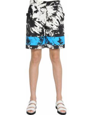 Niebieskie szorty z nylonu z printem Alexander Wang