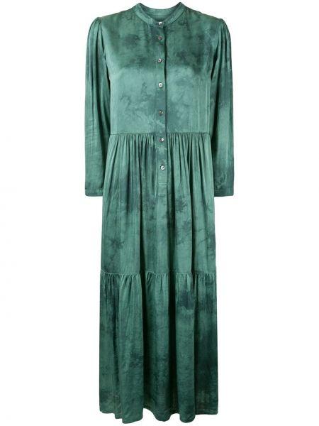 Сатиновое зеленое платье макси с длинными рукавами с декоративной отделкой Raquel Allegra