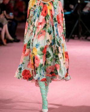 Платье миди плиссированное через плечо Richard Quinn