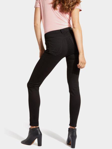 Черные джинсы Wrangler