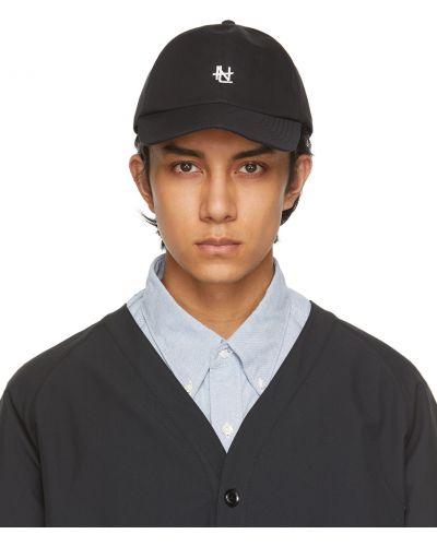 Czarna czapka z haftem Nanamica