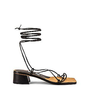 Кожаные черные сандалии на каблуке Miista