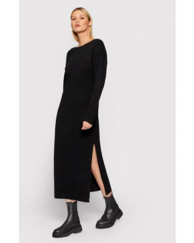 Czarna sukienka dzianinowa Remain