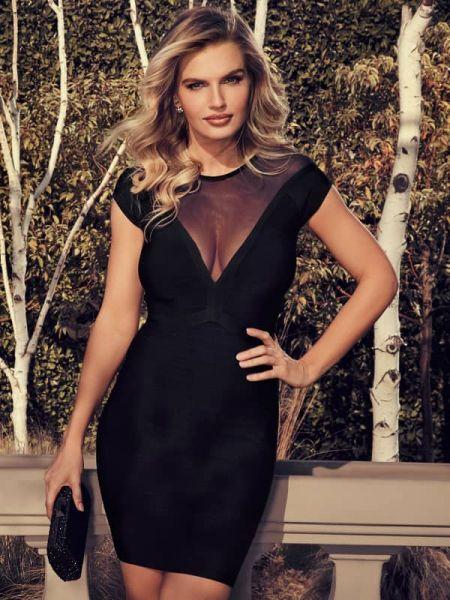 Czarna sukienka krótki rękaw z wiskozy Guess