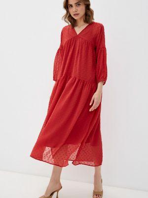Красное платье Soaked In Luxury