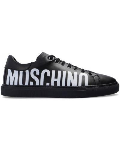 Czarne trampki sznurowane z printem Moschino