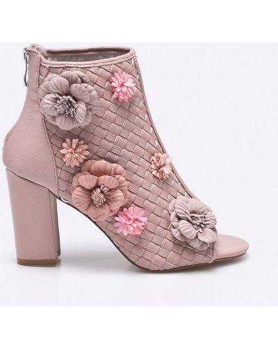 Розовые сапоги Silvian Heach