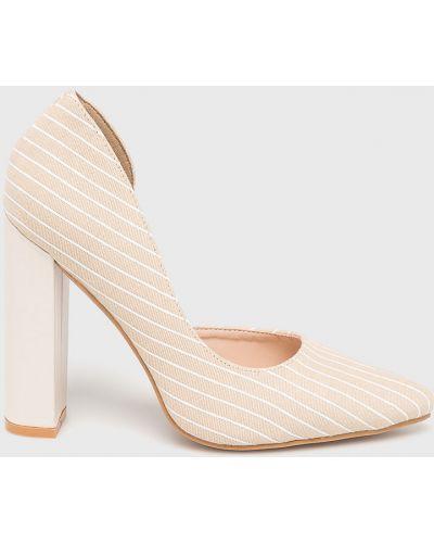 Туфли на каблуке бежевый Answear