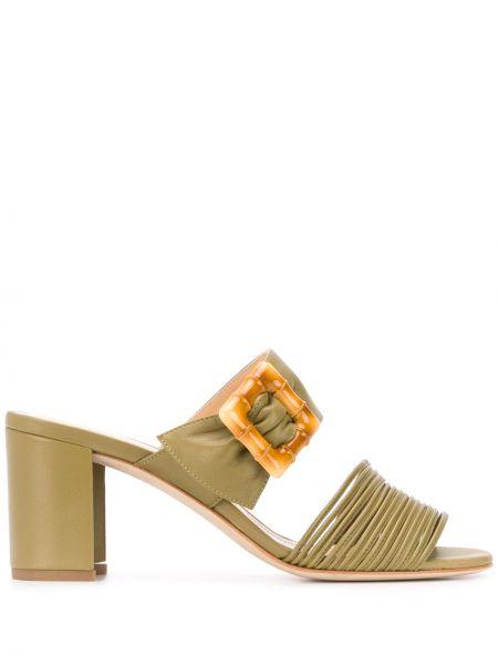 Кожаные массивные открытые босоножки на каблуке Chloe Gosselin