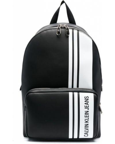 Czarny plecak z printem Calvin Klein