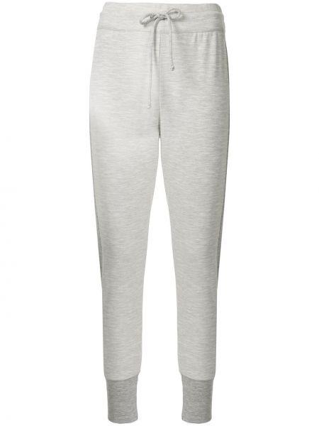 Хлопковые серые зауженные спортивные брюки для йоги Beyond Yoga