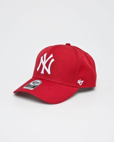 Красная кепка с вышивкой 47brand
