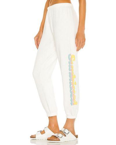 Białe joggery bawełniane z printem Spiritual Gangster