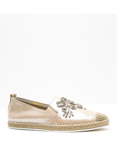 Кожаные туфли - бежевые Oeego