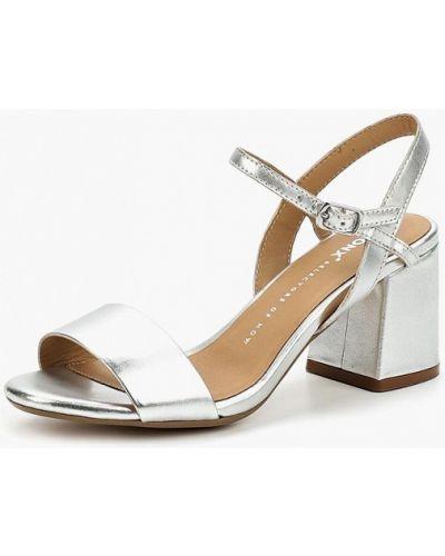 Босоножки на каблуке серебряного цвета Bronx