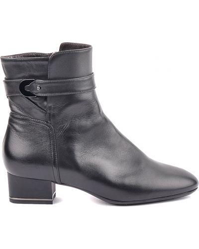 Кожаные ботинки осенние на каблуке Giorgio Fabiani