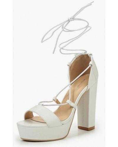 Белые босоножки на каблуке Sergio Todzi