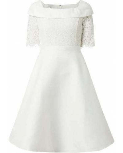Biała sukienka koktajlowa rozkloszowana koronkowa Apart Glamour