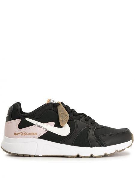 Ażurowy czarny sneakersy na sznurowadłach z prawdziwej skóry Nike