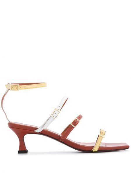 С ремешком кожаные открытые босоножки на каблуке Manu Atelier