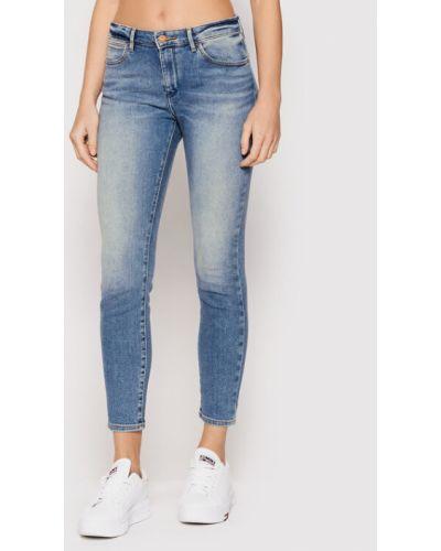 Niebieskie jeansy rurki Wrangler