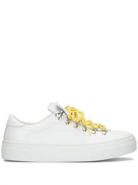 Кожаные белые кроссовки на шнуровке Diemme