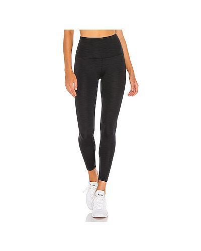 Черные брюки в рубчик для йоги Beyond Yoga