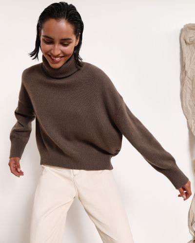Коричневый шерстяной свитер с высоким воротником 12storeez