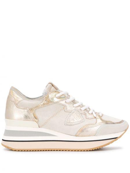 Кожаные кроссовки на платформе бежевые Philippe Model Paris