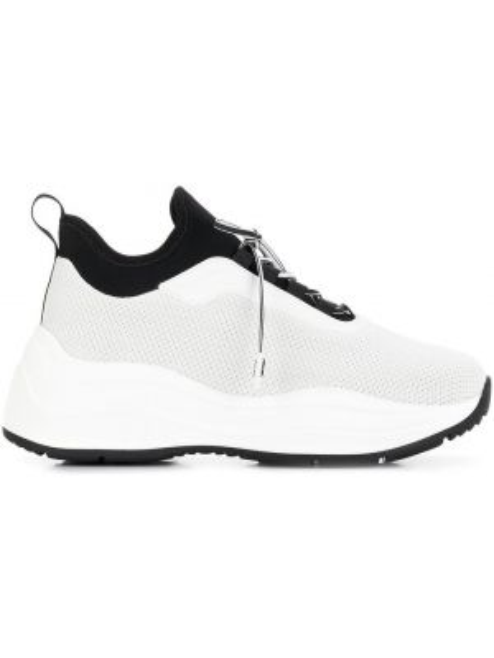 Черные кроссовки на шнуровке Prada
