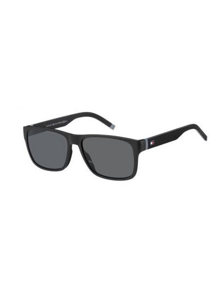 Черные весенние очки Tommy Hilfiger