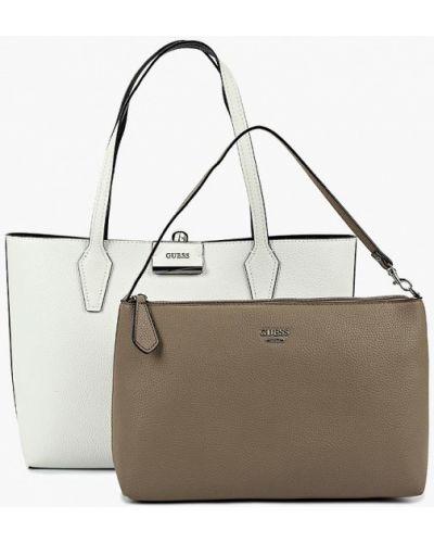 Белая сумка шоппер Guess