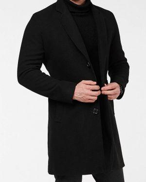 Черное пальто React