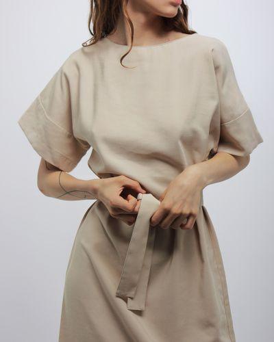 Бежевое платье с поясом Dasti