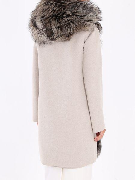 Свободное бежевое пальто классическое с воротником из лисы Manzoni 24