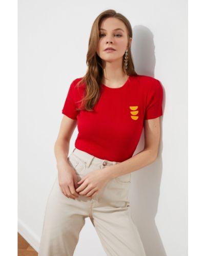 Prążkowana bluzka z haftem Trendyol