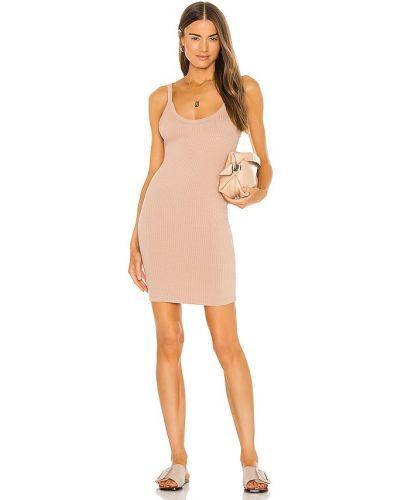 Светло-розовое трикотажное платье-рубашка для полных Lna