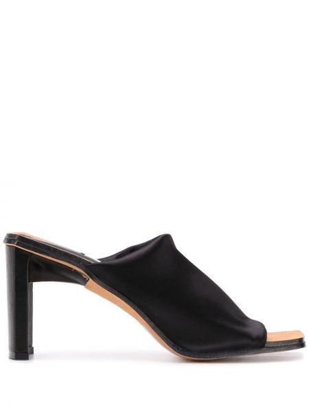 Открытые кожаные черные мюли на каблуке Miista