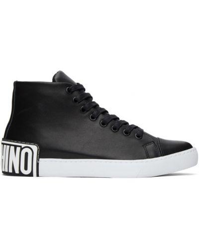 Ażurowy skórzany czarny wysoki sneakersy z łatami Moschino