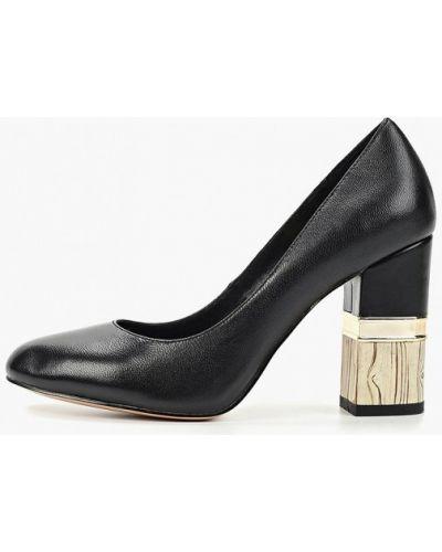 Туфли на каблуке черные кожаные Inario